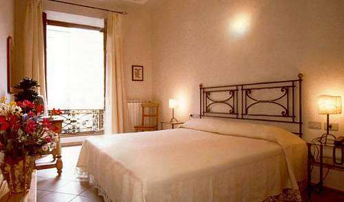 Best rates for youth hostel rooms and beds in Florence